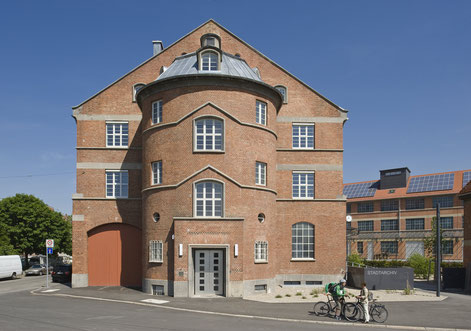 Stadtarchiv Stuttgart, Südfassade. Bild: Stadtarchiv Stuttgart, Olaf Mahlstedt.