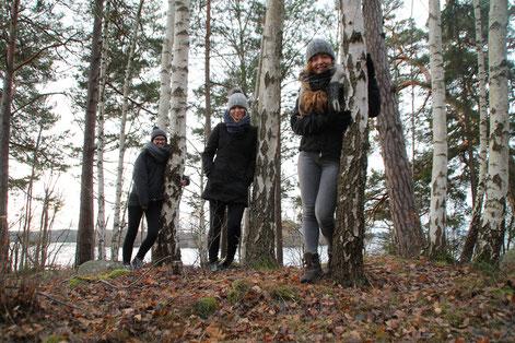 Magdalena Kollbeck, Elisabeth Schwake und Pia Wittek in einem schwedischen Birkenwald