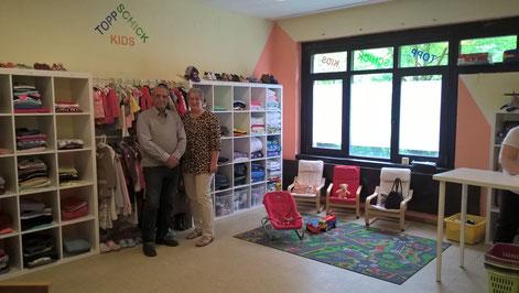 Auch die Leiterin des Kinderkleiderladens TopSchickKids, Anne Langner wird beim Tag der offenen Tür des neuen sozialen Treffpunkts in Obermeiderich am 15. Mai gemeinsam mit Herrn Gazul aus dem Irak Ansprechpartnerin der Gäste sein.