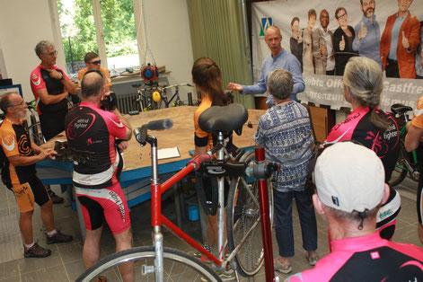 Helmut Reinsch, ehrenamtlicher Motivationstrainer der Werkkiste und Mitglied im Lions Club Duisburg, berichtet von seiner Arbeit