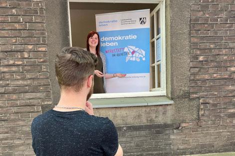 Lina Kufner freut sich auf Gespräche am Fenster mit den Menschen in Obermarxloh  I  Foto: Lena Richter, Duisburger Werkkiste