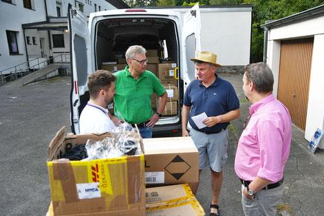 Schon am Samstag gingen die ersten Hilfstransporte nach Moria auf die Reise  I  Foto: Bistum Essen