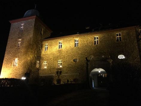 Bild: Burg Schnellenberg zu Weihnachten