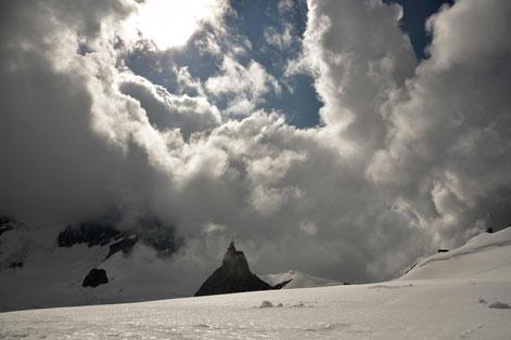 Observatorium , Sphinx , Jungfrau Joch , Grindelwald , Dreigestirn , Schweiz , Gletscher , Wolkenhimmel , natur , Landschaft ,Alpen , Berner Oberland , Sonne , himmel , Bergwelt , Alpin, Europa , Unesco , Weltnaturerbe , Wandern, Mönch , Bergsteigen d