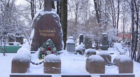 Tombe de Dmitriy Ivanovitch Mendeleïev à St-Petersburg