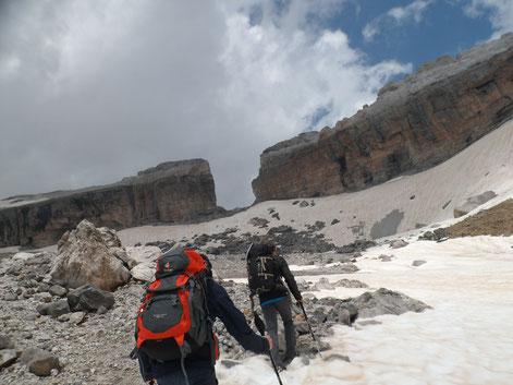 Randonnée vers le sommet du Taillon dans les Pyrénées