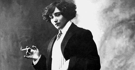 Sidonie-Gabrielle Colette est une femme de lettres française, connue surtout comme romancière, mais qui fut aussi mime, actrice et journaliste. Cliquez sur la photo pour voir le thème natal de Colette.