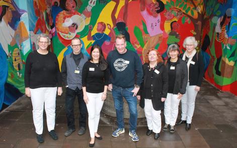 Freut sich auf die Zusammenarbeit: Ma(h)lzeit-Mitarbeiter Christoph Huxohl (Bildmitte) mit v..l. Bettina Panne-Düffels, Jörg Duda, Dr. Heike Goebel, Brigitte Koch, Petra Drol, und Anette Jilke vom NOG e.V.
