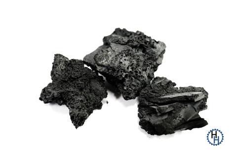Grobporige Aktivkohle hergestellt aus Gummimatten