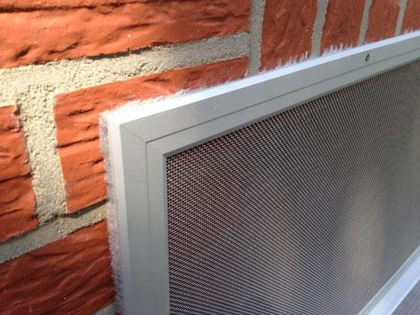 Falls Ihre Fenster höher liegen als der Schacht, können wir auch diese mit einem senkrechten Element schützen.
