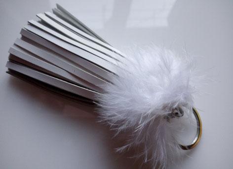 """""""Cuir et plumes BLANC"""" - dimension 10 cm -  11.00 €"""