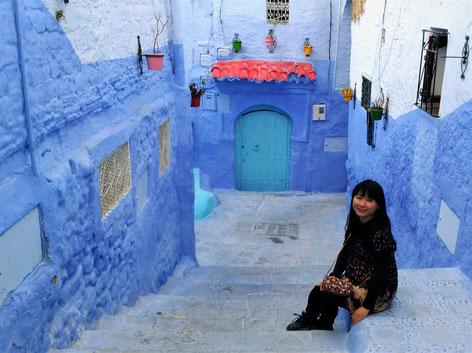 シャウエンの旧市街はブルーのペンキで塗られててとっても可愛いです!街歩きは癒されます。シャウンに移り住んで間もない頃の写真です。
