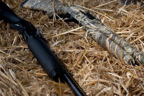 Camouflage für die Flinte bei der Krähenjagd