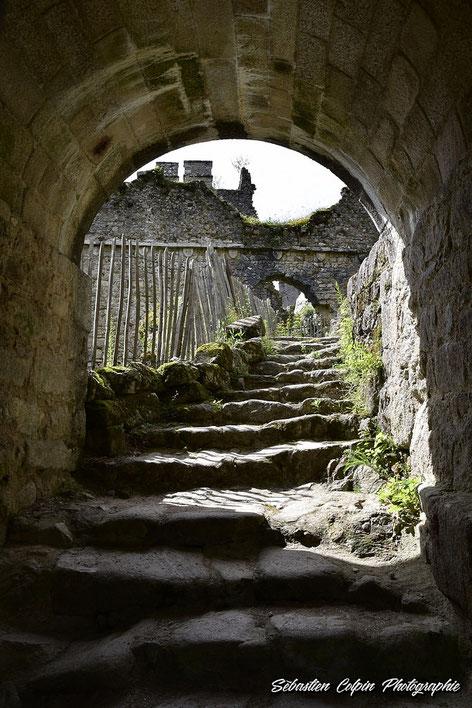 Second accès au château par des excalier