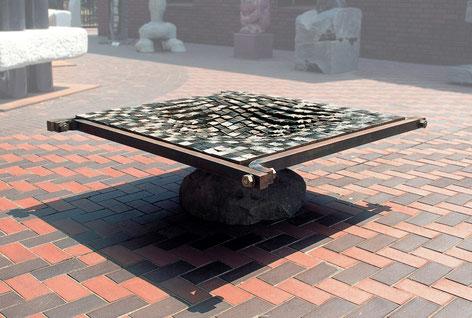 Fire Marking  Steel  face 凹 <No.F-17>  / 1992 / 軟鋼 / H.70x215x215cm         第66回 国展  会友優作賞
