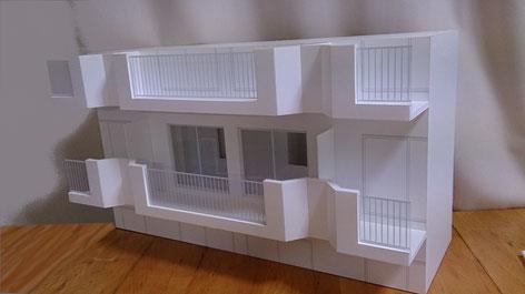 S=1/20のホワイトスタディ模型|アオキ模型工房|耐震補強提案用で必要な部分を切り取ったスタイルです。