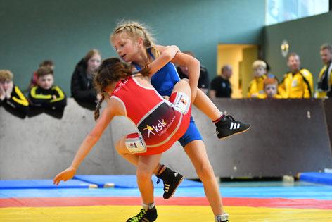 Lea Silberberger-Sailer (Blau) überzeugte mit ihrem 3. Platz