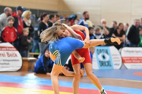Sophia Meraner (rot) ging vier mal als Siegerin von der Matte