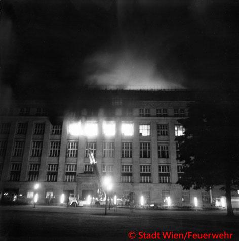 Feuerwehr, Blaulicht, Berufsfeuerwehr Wien, Brand, Nationalbank, vor 40 Jahren