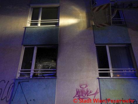 Feuerwehr; Blaulicht; Berufsfeuerwehr Wien; Brand; Wohnung; Meidling; 1 verstorbene´Person;