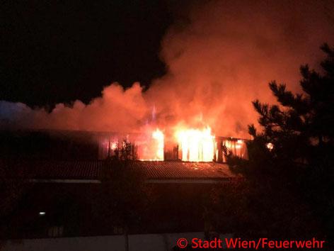 Feuerwehr; Blaulicht; Berufsfeuerwehr Wien; Brand; Halle; Liesing;