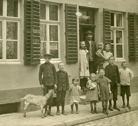 11-köpfige Familie aus der Buddenstraße