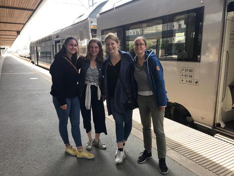 Zeit Abschied zu nehmen. (v.l. Sara Skaliks, Klara Santel, Johanna Cramer und Hanne Reimann)