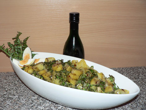 Röhrlsalat Löwenzahn Kartoffeln Kürbiskernöl