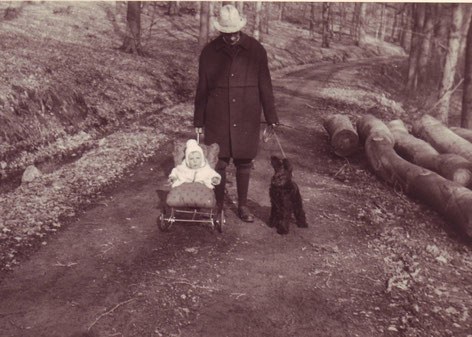 """Mit meinem Vater und """"Carmen"""" im Jahr 1966."""