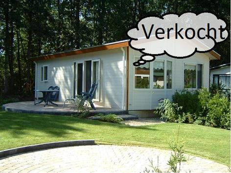 Te koop vakantiehuisje aan de bosrand gelegen