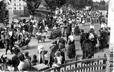Umzug anlässlich des Volksfestes, ca. 1914 (Mitte Geschwisterpaar Julie & Adolf Winter)