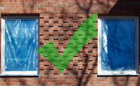 Die Fenster sind mit Fensterschutzhüllen verhüllt und schützen so vor Verschmutzungen während der Bauphase.