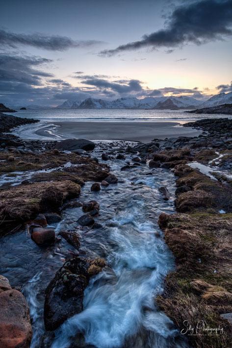 Lofoten, Wasserfall, Langzeitbelichtung, 2019, © Silly Photography