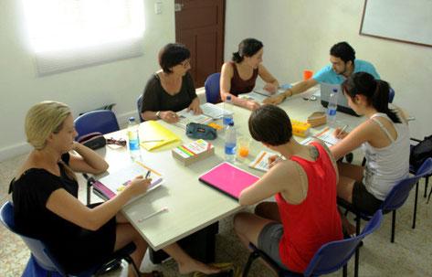 Aprende español en grupos pequeños.
