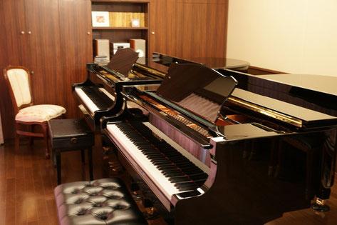 連弾はもちろんのこと、ピアノデュオも学ぶことができます。