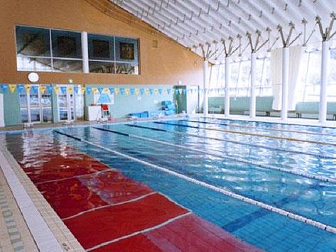 室内温水プールの写真