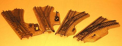 Vergleich der Handweichen von links nach rechts: Vorkriegs- und Nachkriegsweiche 3600, frühe M-Gleis-Weiche mit großem Hebel, spätere Ausführung mit kleinem Hebel.