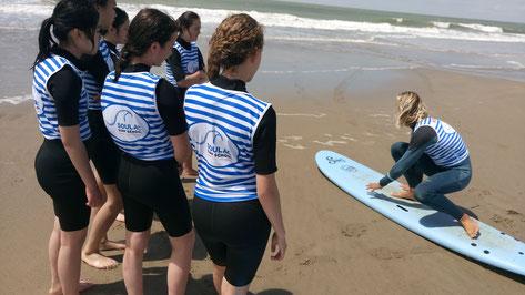Plusieurs éxercices avec démonstrations et explications, lors de votre cours de surf avec Soulac surf school, lors de vos vacances à soulac sur mer