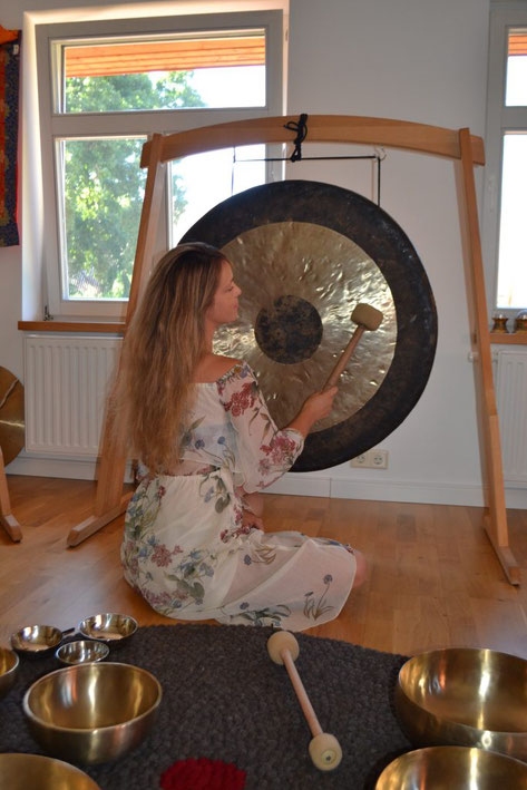 Der Zauber des Gongs in Kombination mit Mantren.