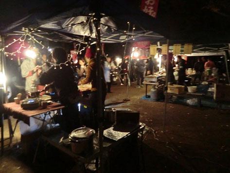 ●屋台の飲食店もたくさん出ていて、とても賑わっていました