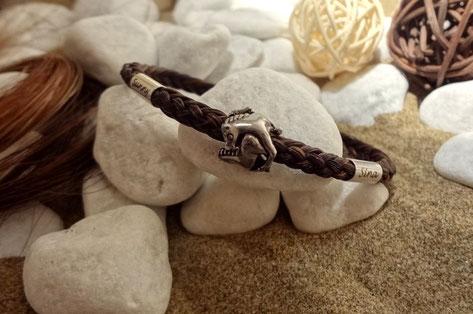 Armband aus Pferdehaar - zwei Gravuren auf zwei Silberhülsen und Edelstahl-Perle
