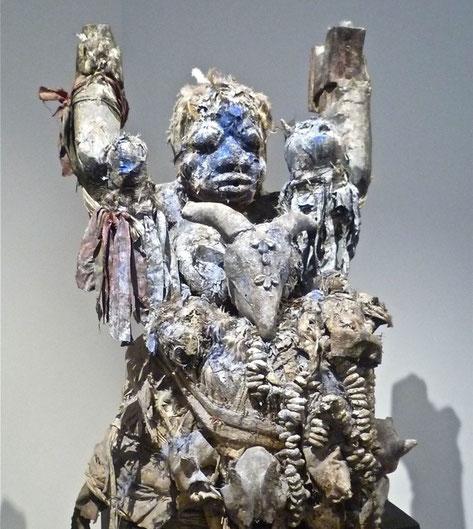 un rituel du marabout Monsieur Boua avec le puissant fétiche du roufouwane.
