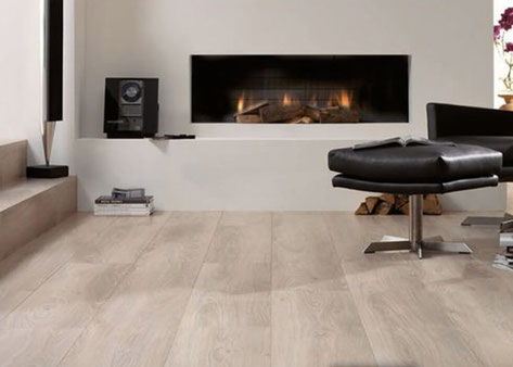 Schoonmaken van  je laminaat vloer. Lees de tips van De Laminaat Expert.