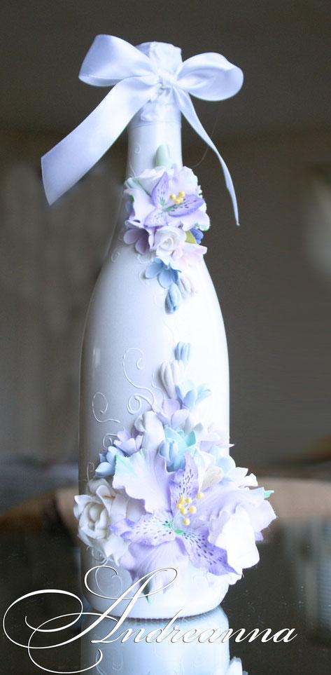 Свадебное шампанское  «Акварели любви», выполнение в любом желаемом цветовом решение (как яркое, так и пастельное), цветочки на Ваш выбор. Цветы полностью ручной работы. Стоимость 700грн