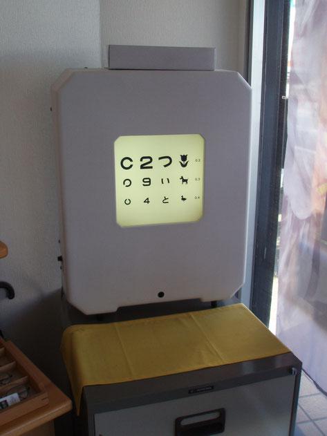 当店の視標です。立体視や両眼視などの複雑な検査も可能です。