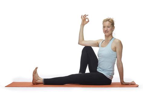 Preiswert auf die Matte - Trainieren mit Krankenkassen-Zuschuss bei Yoga Mio in Halle (Saale)