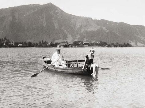 Eine Ruderpartie in der Egerner Bucht um 1920