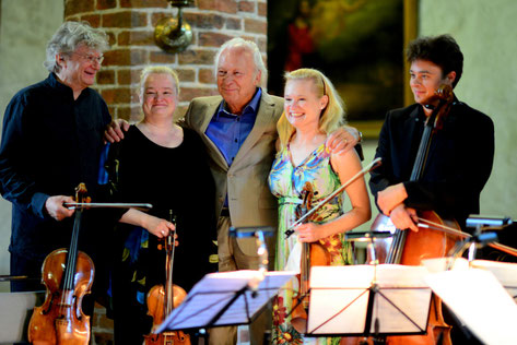 Hariolf Schlichtig, Sonja Korkeala, Aulis Sallinen, Katinka Korkeala, Samuli Peltonen. Foto: P. Bagge