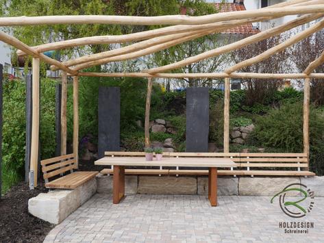 Gartentisch mit Metall-Tischgestell, massiver Tischplatte aus Läreche-Dielen