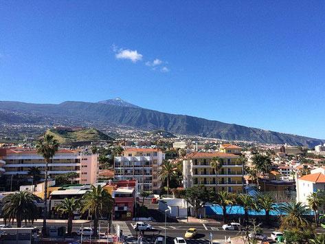 Teideblick über die Dächer von La Paz hinweg.